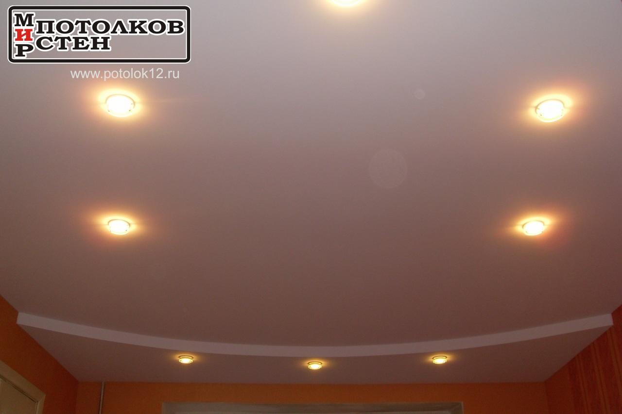 Многоуровневый потолок дугой